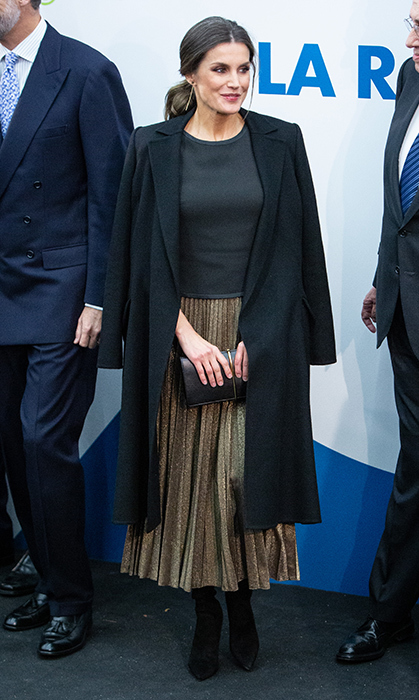 While we love when Letizia dresses up, she also wears some of the best casual looks! While attending a commemorative event for the 20th anniversary of <em>La Razon</em> newspaper on Nov. 5, she wore a grey sweater, golden pleated skirt and black suede boots with a black coat draped over her shoulders.