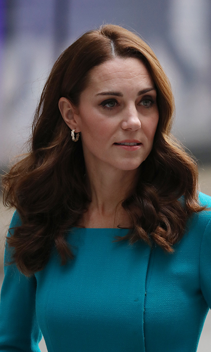 Kate rocked her classic full waves, keeping her makeup to a minimum with a peach lip and subtle eye.