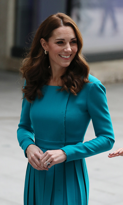 The turquoise dress was definitely one of her favourite silhouettes – a tapered waist, knee-length skirt, long sleeves and a slightly accentuated shoulder. 