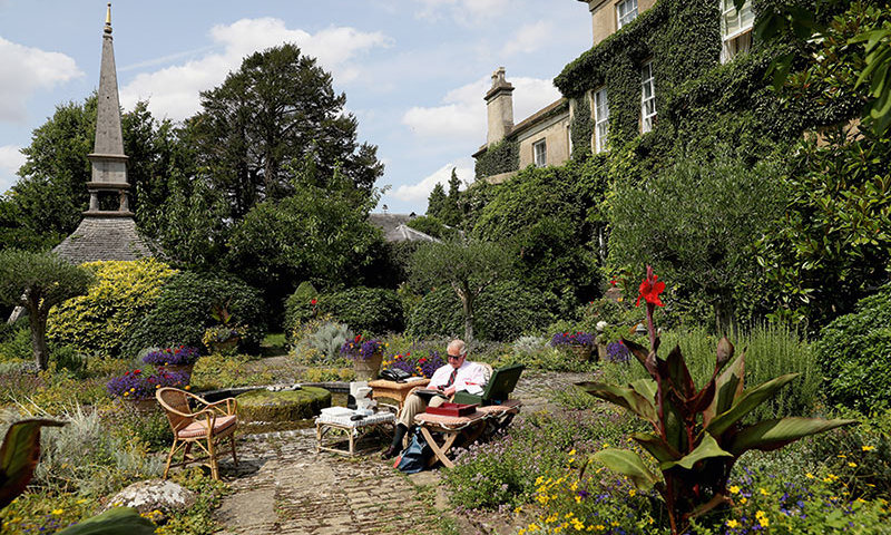 This past summer Charles moved his office outdoors at Highgrove House, where he was able to work surrounded by the property's lush greenery. 