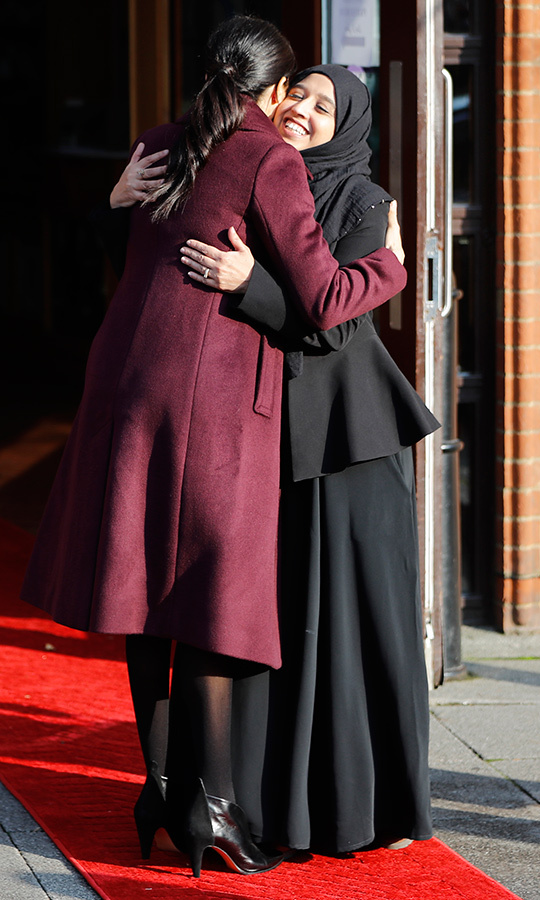 Meghan was greeted by Zaheera Sufyaan from the Hubb Kitchen, with whom she shared a joyful embrace, as well as Abdurahman Sayed, head of the Al Manaar Heritage Center.