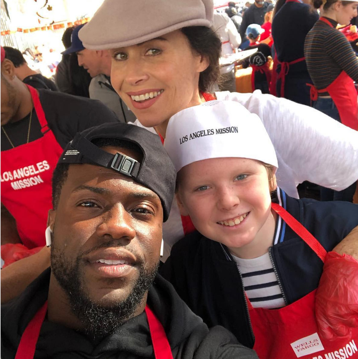 "Minnie Driver and her son, Henry, had a surprise encounter with Kevin Hart while handing out Thanksgiving meals with the Los Angeles Mission! She captioned the fun snap: ""It was a GOOD DAY. Serving stuffing next to the Hart family has put a permanent smile on Henry's face.""