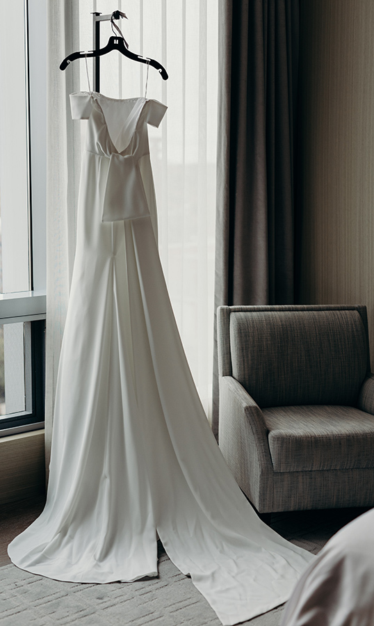 "While it was the first dress she saw, Lauren knew the simple and classic gown from Lela Rose was for her. ""I found this dress and was like, 'That's it!' It felt very me.""