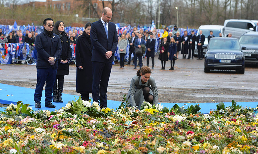The duke and duchess arrived at the memorial site with Vichai's family members. Kate laid a bouquet of beautiful flowers to honour the lives lost.