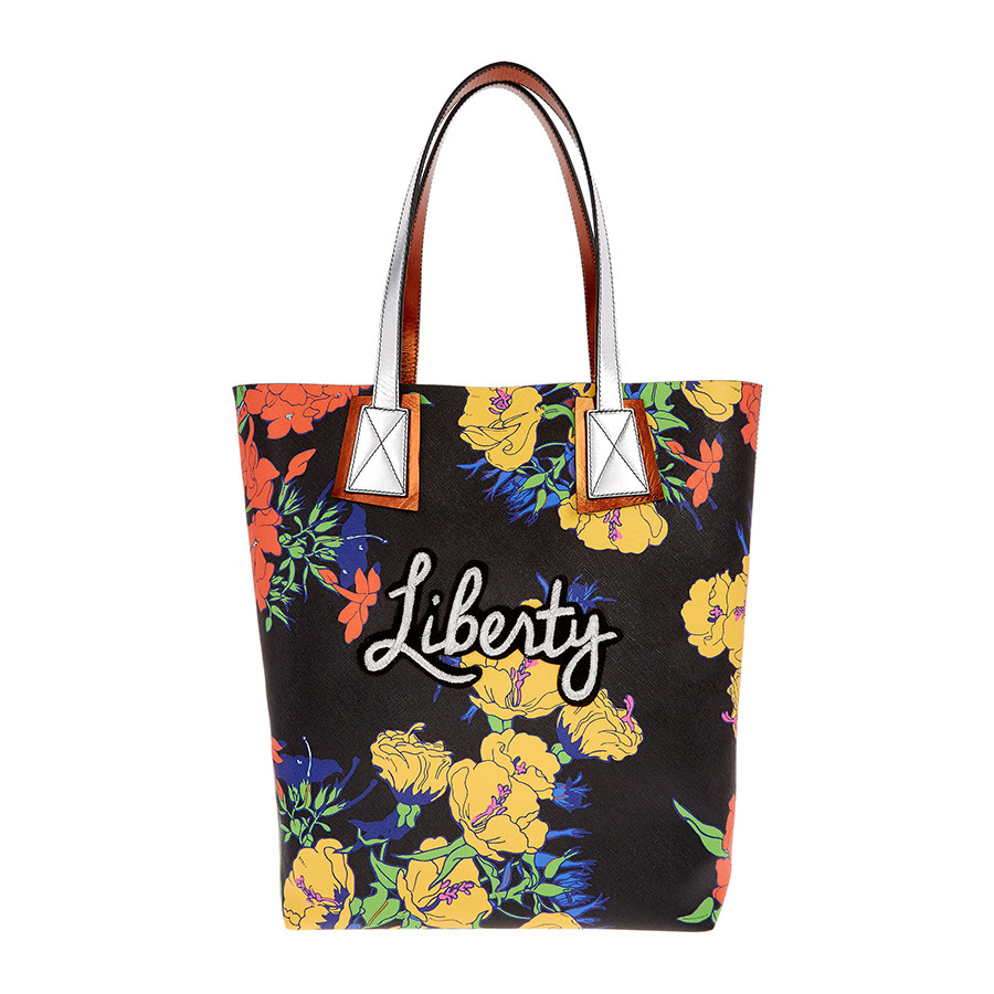 This tote is designed in collaboration with fashion designer Richard Quinn, who won the Queen Elizabeth II award for British design and earned a special appearance by Her Majesty at his London Fashion Week presentation!