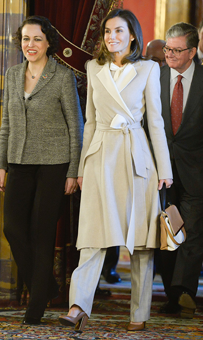 Queen Letizia always holds it down in the style department Stepping out for a visit to Madrid's Royal Palace, the Spanish royal dazzled in a taupe-and-white trench coat.
