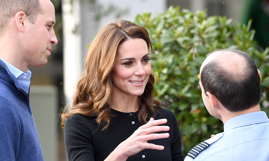 Kate wore her lightened locks in soft waves falling to her shoulders and her usual pretty makeup - black liner and mascara, rosy cheeks and a swipe of nude lipstick.