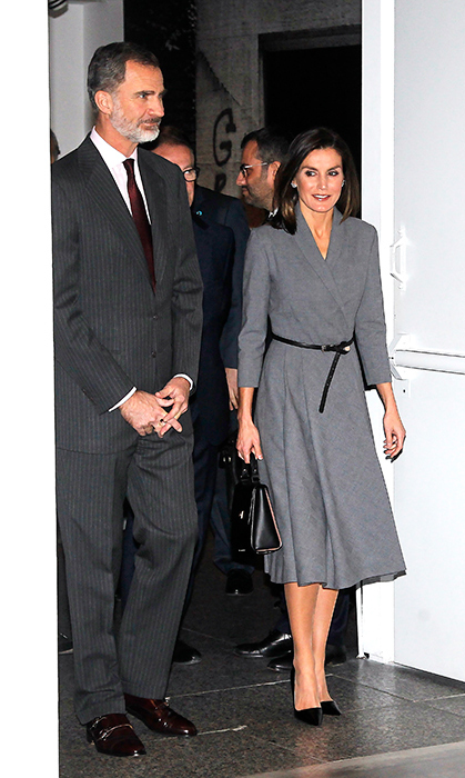 While attending an exhibit at the Reina Sofia museum in Madrid on Dec. 3, Queen Letizia was the picture of fall elegance! She stunned in a grey wrap dress, paired with black accessories – a thin belt, the Hugo Boss 'Bespoke T. Handle M' handbag and black Prada Saffiano patent leather pumps. She donned her favourite Chanel Plume earrings to add a little sparkle!