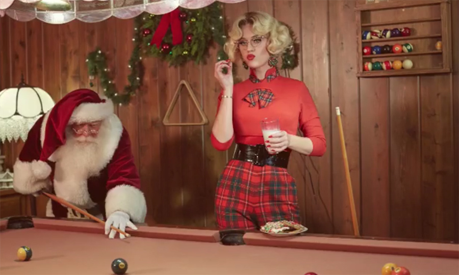Katy Perry played a game of pool with Santa!