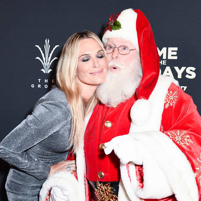 Molly Sims met Santa, too! 