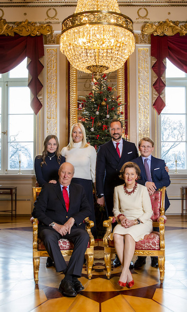 Royal Family Christmas Card 2019 Royal family Christmas cards from around the world in 2018   HELLO
