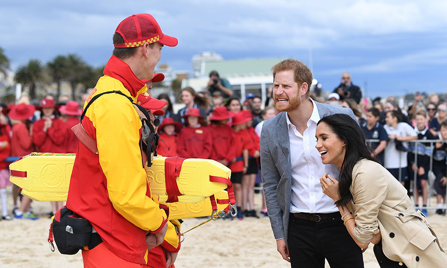 The dad-to-be showed off his sense of humour while stopping by South Melbourne Beach, and Meghan couldn't contain her laughter!