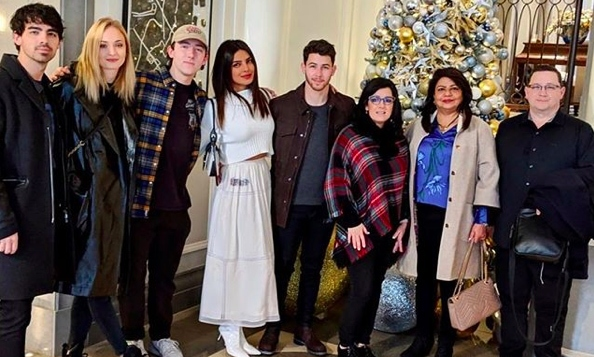 "Priyanka Chopra and Nick Jonas had the sweetest combined family Christmas! ""Love you family,"" the <em>Quantico</em> star captioned the snap.