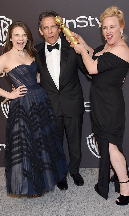 Ben Stiller and his daughter, Ella, stopped for a funny snap with Golden Globe winner Patricia Arquette, who pretended to knock her <em>Escape from Dannemora</em> director on the head!