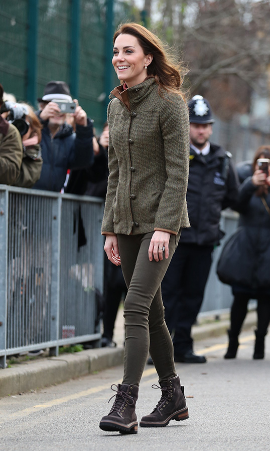 For her first official royal outing of the new year, the Duchess of Cambridge had her green thumb on full display! On Tuesday (Jan. 15), Kate wore the most perfectly casual ensemble for a visit to King Henry's Garden Walk. She oozed cool in a Dubarry Bracken tweed jacket, olive skinny jeans, a maroon turtleneck sweater and hiking boots that some have identified as See by Chloe.
