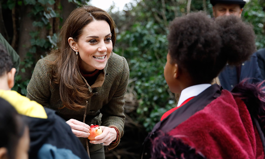 Kate looked perfectly casual for a visit to a community garden.