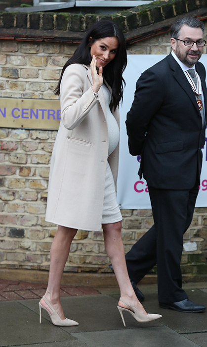 "The duchess wore her beautiful raven locks down, a stark contrast to her cream outfit! At her previous <a href=""https://ca.hellomagazine.com/royalty/02019011449381/prince-harry-meghan-markle-birkenhead-photos"">engagement with Prince Harry, visiting Birkenhead</a> for the opening of a new charitable café and supermarket, Meghan revealed that she is six month's pregnant and due at the end of April.