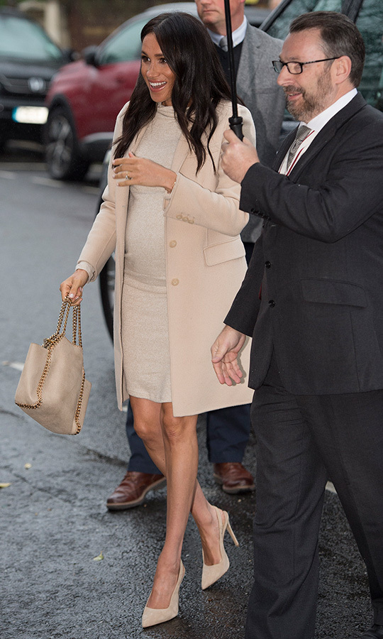 The duchess toted a Stella McCartney Falabella Reversible tote, which is made from vegan leather.