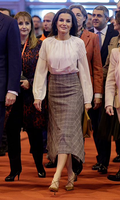 On Jan. 23, Queen Letizia helped open the 39th edition of the International Tourism Trade Fair (FITUR) in Madrid. She looked beautiful in her Massimo Dutti silk blouse and the pointed checked wool skirt by the same designer. But the talk of the town were her incredible criss-cross pumps by Magrit.