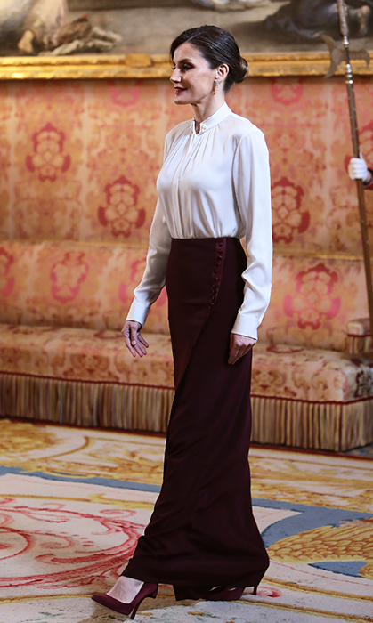 The King and Queen of Spain hosted the annual Diplomatic Corps reception at the palace on Jan. 22 – and Queen Letizia didn't disappoint when it came to her style! She dazzled in a silk 'Blusil' blouse by Hugo Boss and a beautiful maroon full-length skirt. She anchored the look with Uterqüe curved heels.