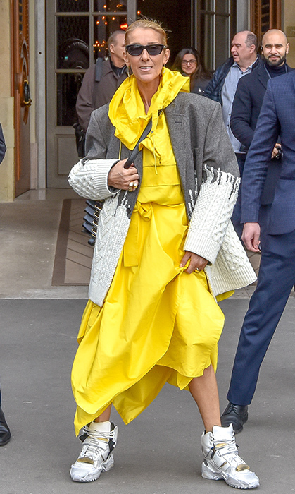 The singer brought some major colour to the streets of Paris on Jan. 29! She stunned in a highlighter-yellow ensemble, paired with chunky sneakers and an oversized coat.