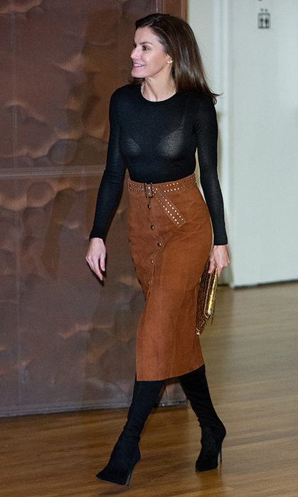 On Feb. 4, Queen Letizia of Spain attended the forum against cancer at CaixaForum. For the important event, she dazzled in a black sweater, paired with a lovely brown skirt and thigh-high black boots. She accessorized with a gold clutch.