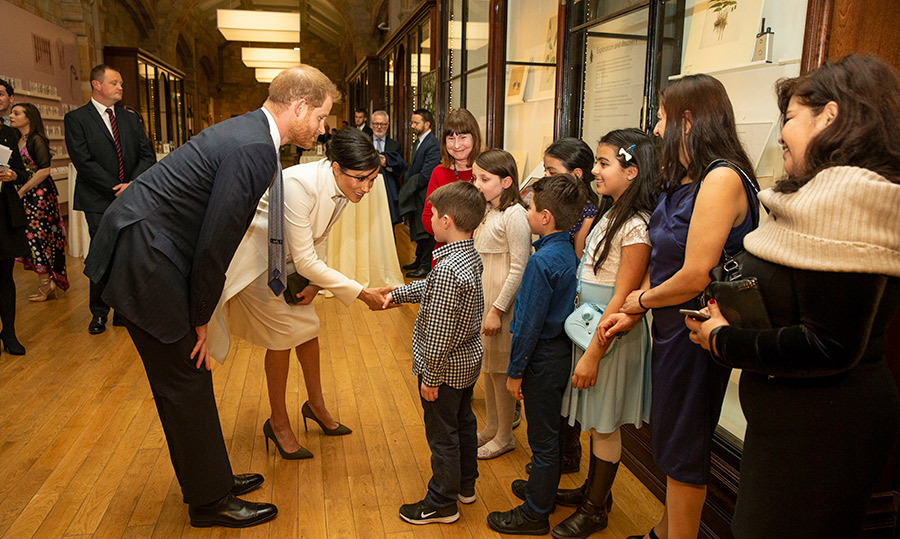 Harry and Meghan's paternal sides always come out when she get to meet their little fans. The couple greeted a crew of kids before the show.