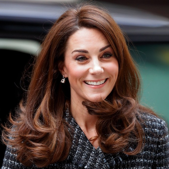 Naturally, the duchess's beauty look was totally on point, too! She styled her hair in her trademark bouncy curls, adding some shimmer to her look with a pair of dainty drop earrings. Her makeup look didn't stray far from what she likes – a subtle smoky eye, a slightly blushed cheek and a swipe of pink on her lips.
