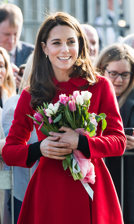 Kate held on to some beautiful spring flowers given to her by some of her well-wishers.