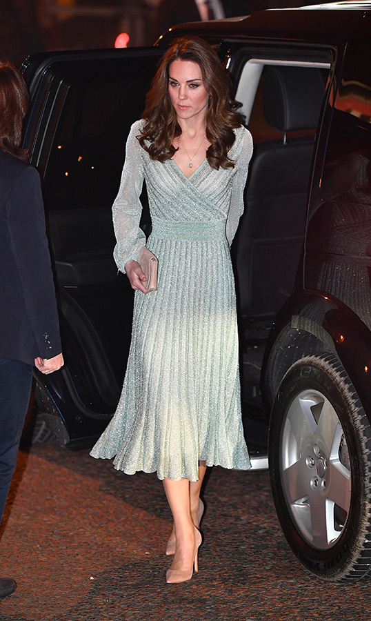 Kate looked lovely as ever in a green Missoni dress, Gianvito Rossi pumps and a pink Mulberry clutch. 