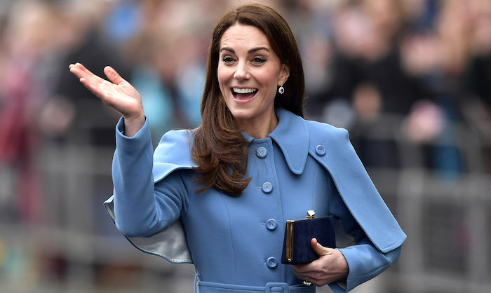 Kate showed off her charm by waving at her well-wishers. Her beauty look was perfection, staying true to her trademark bouncy curls and a simple makeup look.