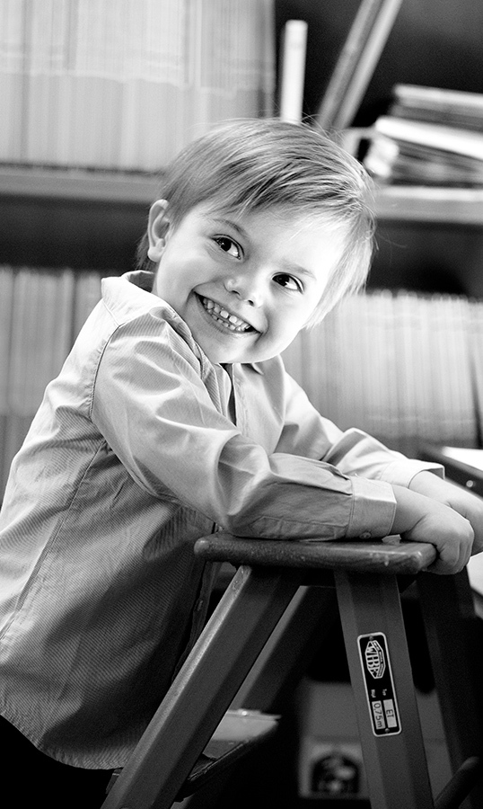 Happy birthday, Prince Oscar! The adorable Swedish royal rang in his third year around the sun, and his family celebrated by sharing an adorable black-and-white photo of the boy.