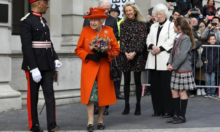 "<strong><a href=""https://ca.hellomagazine.com/tags/0/queen-elizabeth"">Queen Elizabeth II</a></strong> stepped out to visit London's Science Museum on March 7, and wore the most beautiful hue. Wearing a bright orange coat and a hat to match, the monarch accessorized her green patterned dress with black shoes, gloves and her trusty handbag.