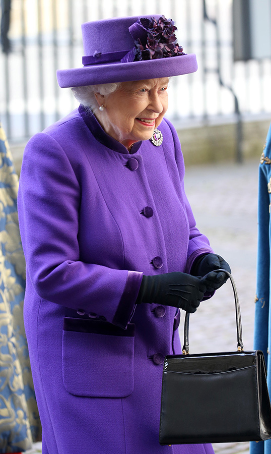 Queen Elizabeth II arrived for the Commonwealth Service looking every inch the fashion maven she is. Dressed to the nines in a purple coat and matching hat, Her Majesty was ready to the 70th anniversary of the modern Commonwealth.