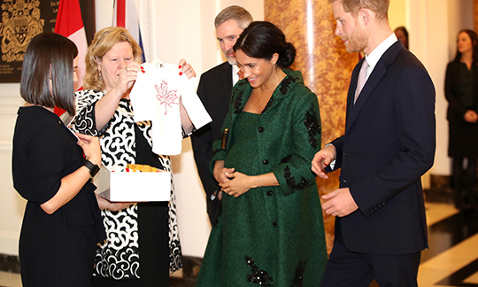 One of the gifts presented to the Duchess and Duke of Sussex was a baby-sized shirt with a maple leaf on it. Aww! 