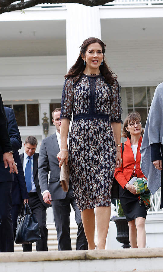 "<strong><a href=""https://ca.hellomagazine.com/tags/0/crown-princess-mary"">Crown Princess Mary</a></strong> dazzled in a lace navy blue dress while leaving the Governor's Mansion on March 11.