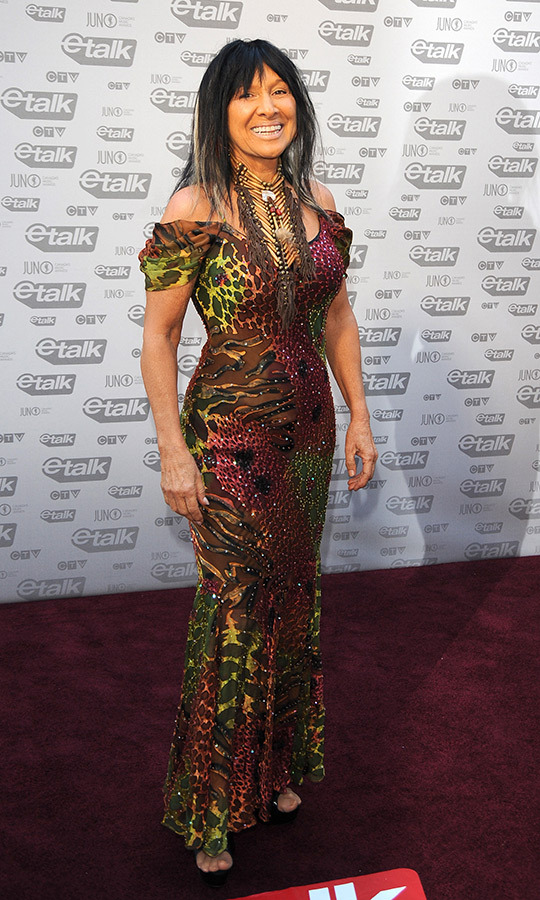 Buffy Sainte-Marie looked incredible in a multi-coloured animal-print gown for the occasion! She went on to win a JUNO for Indigenous Recording of the Year, and was also nominated for Music DVD of the Year. 