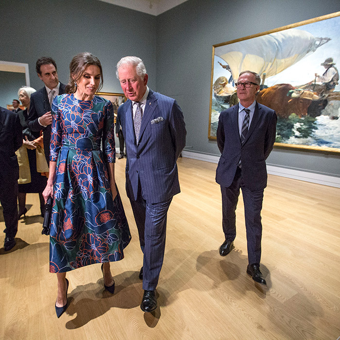 The royal duo chatted together as they wandered the gallery.