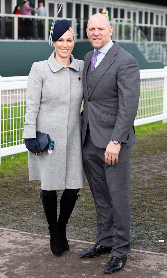 "Off to the races! <strong><a href=""https://ca.hellomagazine.com/tags/0/zara-tindall"">Zara</a></strong> and <strong><a href=""https://ca.hellomagazine.com/tags/0/mike-tindall"">Mike Tindall</a></strong> were loved-up as ever at the Cheltenham Races, and <strong><a href=""https://ca.hellomagazine.com/tags/0/princess-anne"">Princess Anne</a></strong>'s daughter looked every inch the fashionable royal she is. She wore a gorgeous grey coat by Pip Howeson, pairing it with a black clutch and a fascinator by Bundle McLaren. She anchored the look with a fabulous pair of knee-high boots by Sutart Weitzman – the same pair <strong><a href=""https://ca.hellomagazine.com/tags/0/kate-middleton"">Duchess Kate</a></strong> owns in both black and brown!
