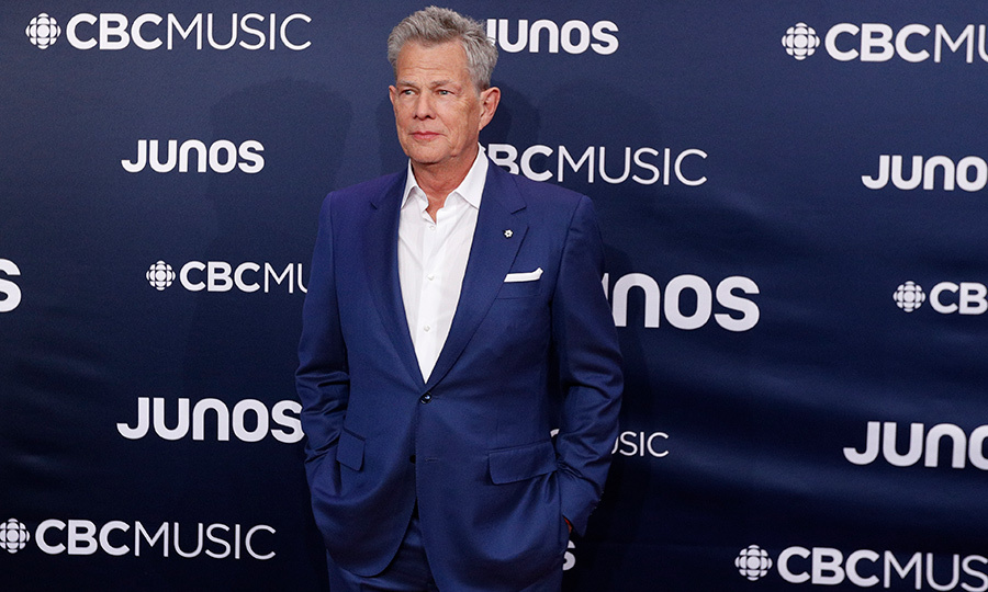 "<strong><a href=""https://ca.hellomagazine.com/tags/0/david-foster"">David Foster</a></strong>, who won the Allan Waters Humanitarian Award for his philanthrophy and activist work, sported a simple blue suit. 