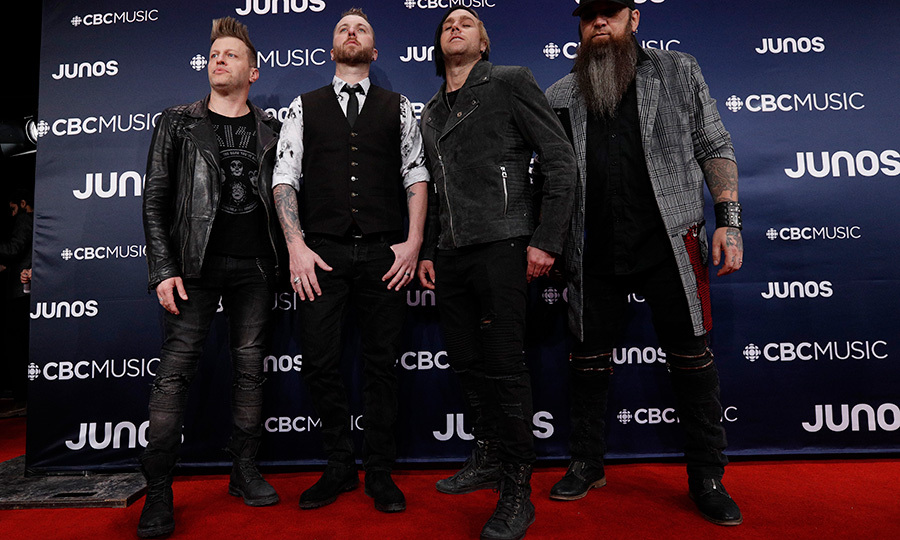 "<strong>It's ""Never Too Late"" for Three Days Grace to storm the red carpet</strong> .