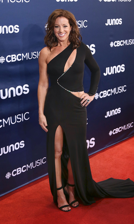 "<strong><a href=""https://ca.hellomagazine.com/tags/0/sarah-mclachlan"">JUNO's host Sarah McLachlan</strong></a> chose a fabulous one-shoulder dress with cutouts for the red carpet. 