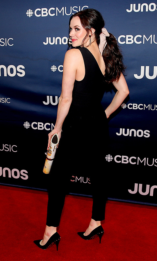 "Canadian Olympic legend <strong><a href=""https://ca.hellomagazine.com/tags/0/tessa-virtue"">Tessa Virtue</a></strong> chose a classy black combo for her JUNO Awards red carpet look.