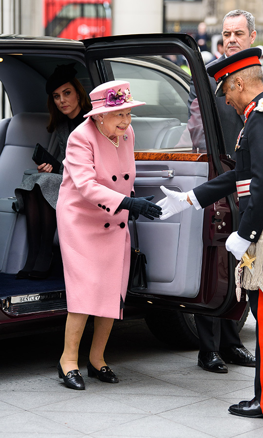 "<strong><a href=""https://ca.hellomagazine.com/tags/0/queen-elizabeth"">The Queen</a></strong> and <strong><a href=""https://ca.hellomagazine.com/tags/0/kate-middleton"">Duchess Kate</a></strong> stepped out together at King's College, London on March 19. Her Majesty led the way, getting out of the royal vehicle in a <a href=""https://ca.hellomagazine.com/royalty/02019031950488/kate-middleton-stuns-catherine-walker-joint-outing-queen/"">pink Stewart Parvin coat</a>, matching hat, black gloves, black flats and a silk dress. 