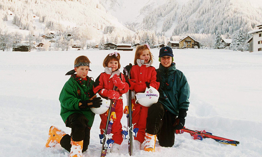 "Skiing is a big part of the royals' lives, and here's Eugenie (second from left) on vacation in Switzerland with Beatrice and cousins <strong><a href=""https://ca.hellomagazine.com/tags/0/prince-harry"">Prince Harry</a></strong> and <a href=""https://ca.hellomagazine.com/tags/0/prince-william"">Prince William</a></strong>! We can't imagine how much fun they had together