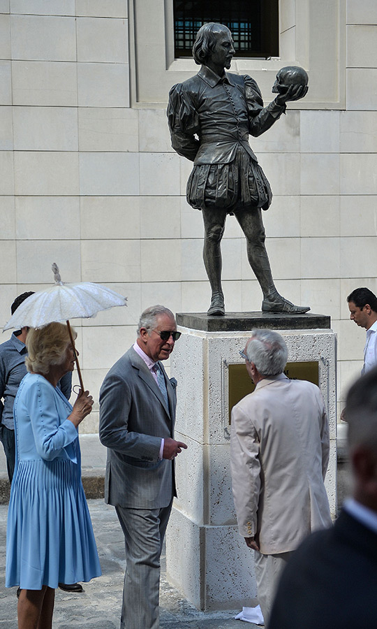 All the world's a stage, and that's definitely true for the royals! Camilla and Charles helped unveil this statue of William Shakespeare in Havana on Monday (March 25). 
