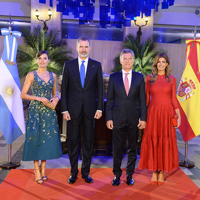 For a March 25 gala dinner with the President and First Lady of Argentina, Queen Letizia turned heads in a custom Carolina Herrera midi cocktail dress. She carried a new Metropolitan Insignia clutch in gold by the same designer, anchoring the ensemble with her platform sandals by Jimmy Choo in their 'Misty 120' style.
