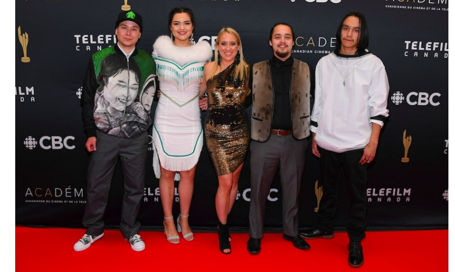 <em>The Grizzlies</em> actors Thomas Lambe, Anna Lambe, Adam Tanuyak and Paul Nutarariaq, and director Miranda de Pencier (middle)