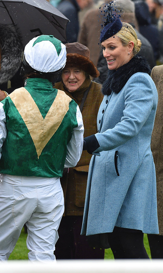 "<a href=""https://ca.hellomagazine.com/tags/0/zara-tindall""><strong>Zara Tindall</a></strong> was the picture of chic at the Aintree Racecourse on April 4! She stunned in a pastel blue 'Piccadilly' coat dress by one of her go-to designers, Guinea London. She amped up the glam with a navy blue fur stole, topping off the look with a matching fascinator and gloves on the rainy day.