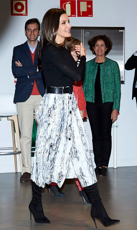 "Earlier that day, the <a href=""https://ca.hellomagazine.com/tags/0/queen-letizia""><strong>Queen of Spain</a></strong> put her best fashion foot forward at the launch of Google's (In)Formate project in Madrid. Recycling the same look she wore back in January, Letizia stunned in her Zara snakeskin belted skirt, paired with her black over-the-knee suede boots and her Uterque studded messenger bag. She wore her Gold & Rose double dagger earrings for a pop of glimmer!